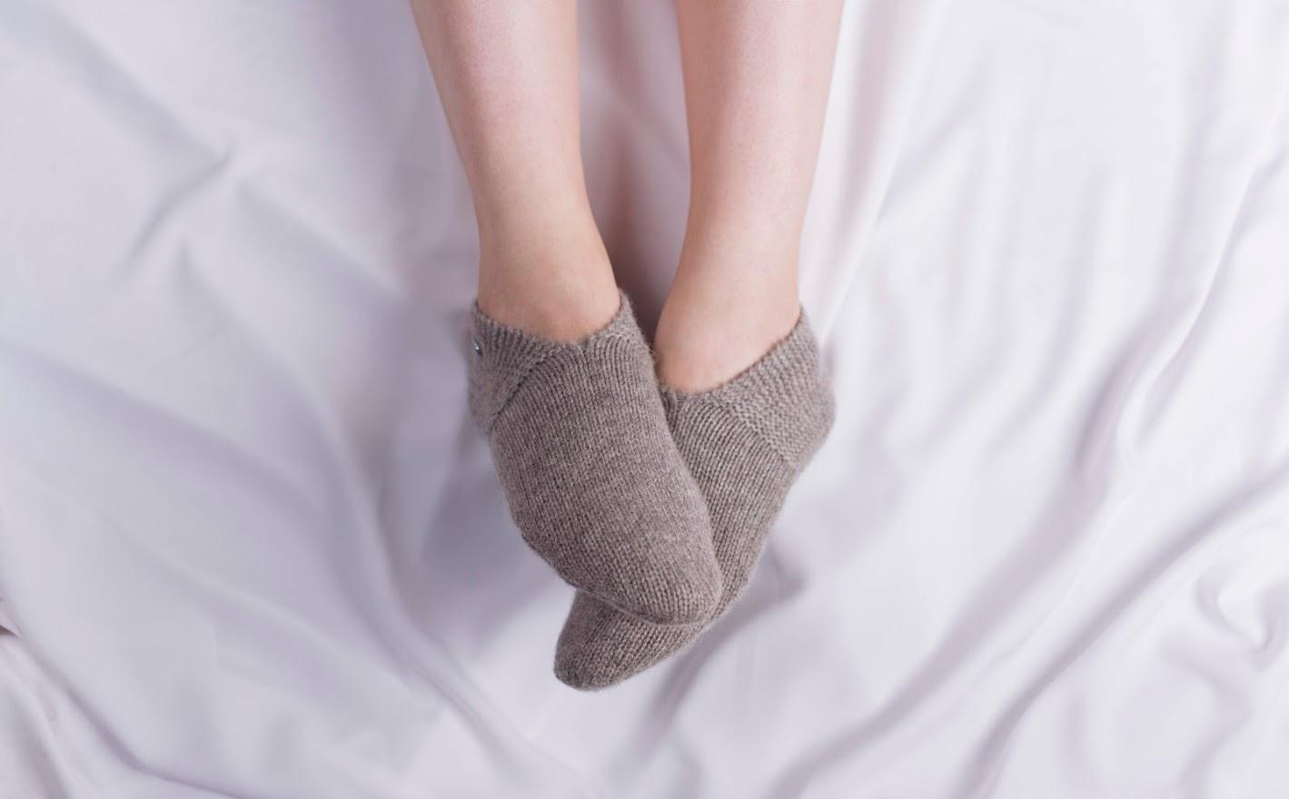 נעלי-בית קשמיר, חום-אפור
