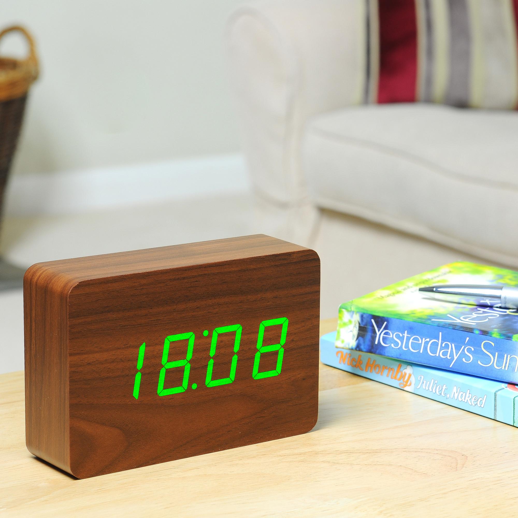 שעון לְבֵנָה במראה עץ אגוז, תאורה ירוקה
