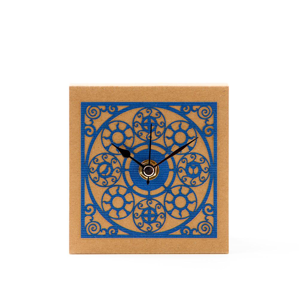 שעון שולחני בדגם מדליונים – כחול