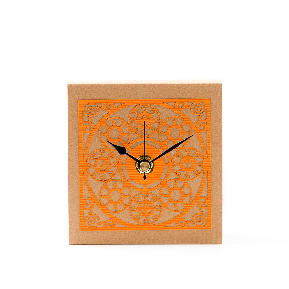 שעון שולחני בדגם מדליונים – כתום