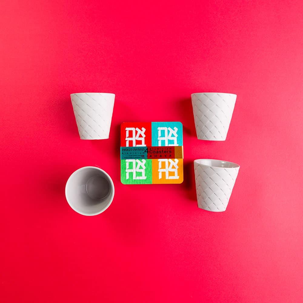 """מארז """"אהבה"""" – 4 כוסות אספרסו ו-4 תחתיות לכוסות"""