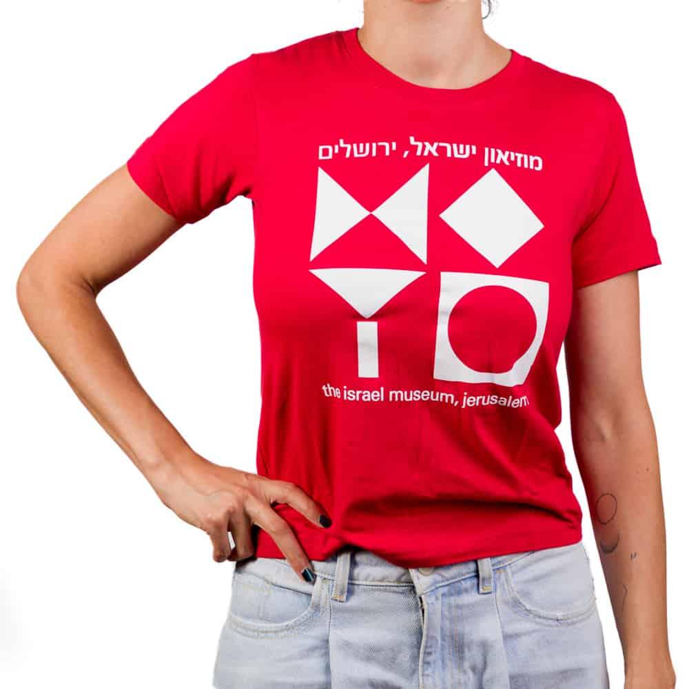 חולצת טי בהדפס סמל המוזיאון – אדום (במגוון מידות למבוגרים)