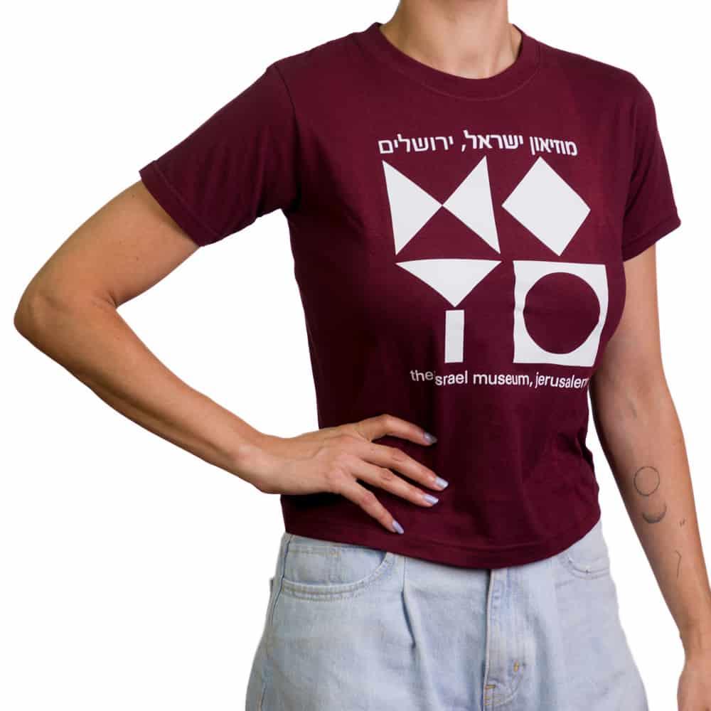 חולצת טי בהדפס סמל המוזיאון – בורדו (במגוון מידות למבוגרים)